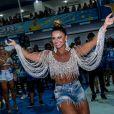 Viviane Araujo se joga no samba com look repleto de brilho na Beija-Flor de Nilópolis