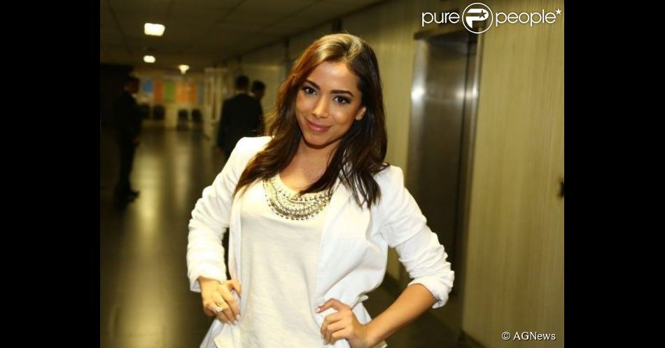 Anitta fala pela primeira vez sobre polêmica com ex-empresária: 'Está tudo bem', garantiu ela durante o programa de rádio 'De Cara', desta quarta-feira, 22 de outubro de 2014