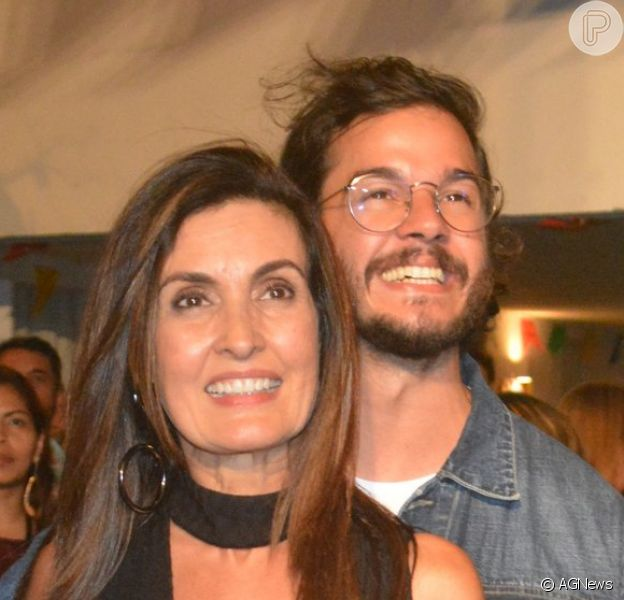 Fátima Bernardes e o namorado, Túlio Gadêlha, chamaram atenção da web por fantasia em bloco de carnaval