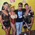 Lexa recebeu Mayra Cardi e o marido da empresária, Arthur Aguiar, em bloco de Carnaval