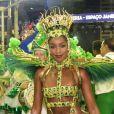 Iza usou maiô supercavado verde e dourado, cores da Imperatriz Leopoldinense, ao estrear como rainha de bateria do carnaval do Rio