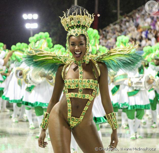 Carnaval 2020: Iza exibe corpo em fantasia cavada e brilha como rainha de bateria da Imperatriz Leopoldinense na série A do carnaval do Rio de Janeiro