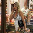 Flávia Alessandra foi às compras no Shopping Rio Design, na Barra, RJ