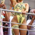 Luísa Sonza deixou o corpo à mostra ao usar fantaia fio-dental no 'Bloco da Anitta'