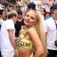 Luísa Sonza usou fantasia com faixas amarelas no 'Bloco da Anitta'