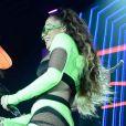 Anitta instiga bailarina a dançar em vídeo