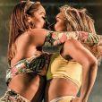 Beijo e rebolado: vídeo de Anitta e bailarina movimenta a web