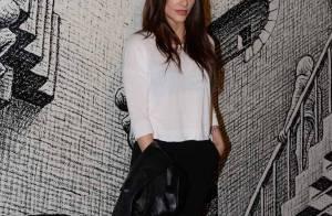 Cleo Pires combina look preto e branco para abertura de exposição em São Paulo