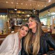 Suzanna Freitas comemorou aniversário da mãe, Kelly Key, em restaurante