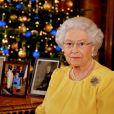 Rainha Elizabeth II t eria sido vista andando confusa pelos jardins do Palácio de Buckingham
