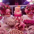 Rafaella Santos apostou em decoração total pink e doces da Kombinha Candy Shop
