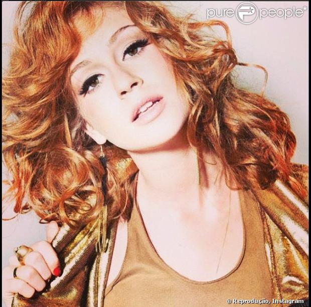 Marina ruy Barbosa aparece com os cabelos mais curtos em seu Instagram, mas afirma que não cortou os fios longos e foi apenas um truque de imagem, em 26 de fevereiro de 2013
