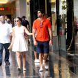 Mariana Rios e Patrick Bulus tiveram a companhia de um segurança durante todo o passeio