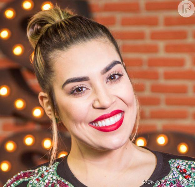 Naiara Azevedo mudou a cor do cabelo e mostrou resultado em foto na web