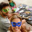 Deborah Secco e o marido, Hugo Moura, adoram brincadeiras artísticas com a filha, Maria Flor