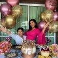 Mileide Mihaile comemora aniversário em casa