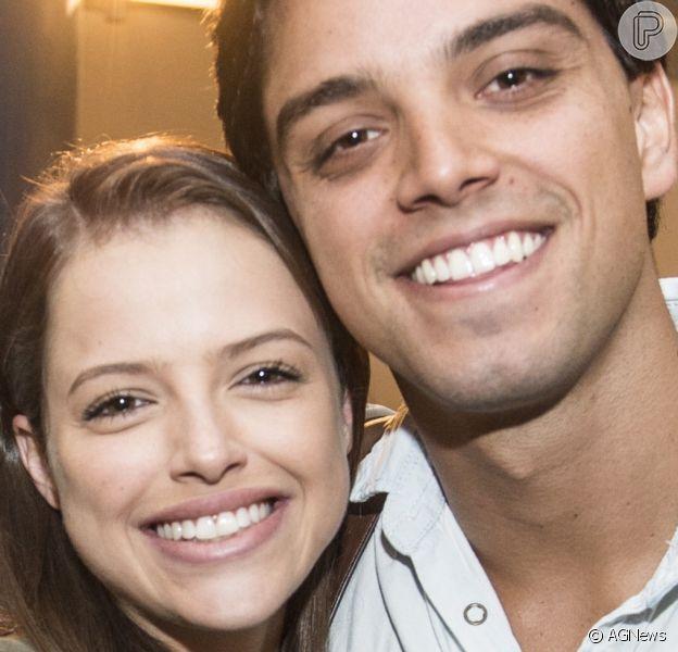 Rodrigo Simas e Agatha Moreira combinaram pijama xadrez. 'Meu par', elogiou a atriz