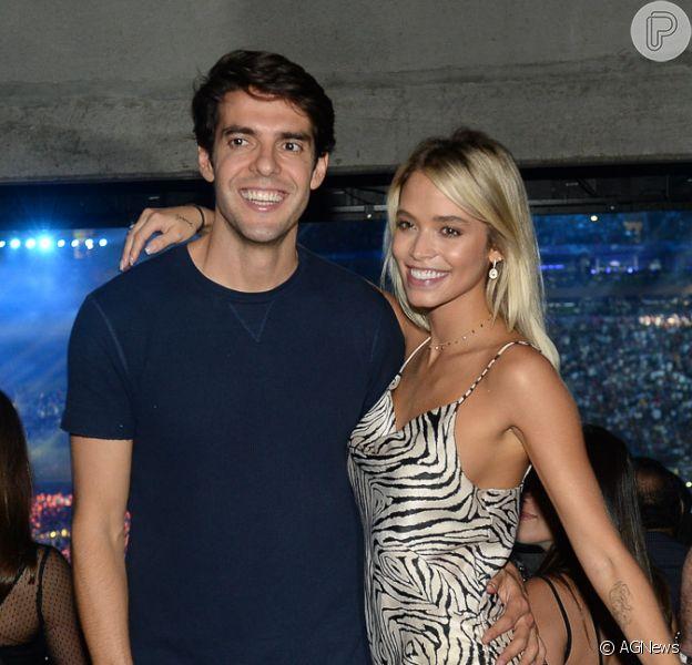 Carol Dias mostrou a evolução da barriga de gravidez e foi tietada pelo marido, Kaká: 'Barriguda mais linda'