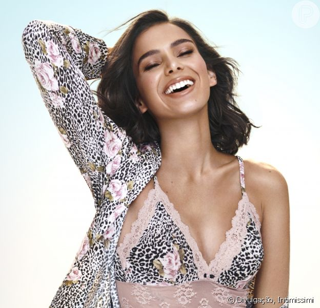 Bruna Marquezine chama atenção por beleza em foto