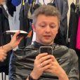 Sandy cortou o cabelo do marido, Lucas Lima, pela 2ª vez nessa quarentena