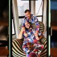 Tiago Abravanel posa em fotos com o marido