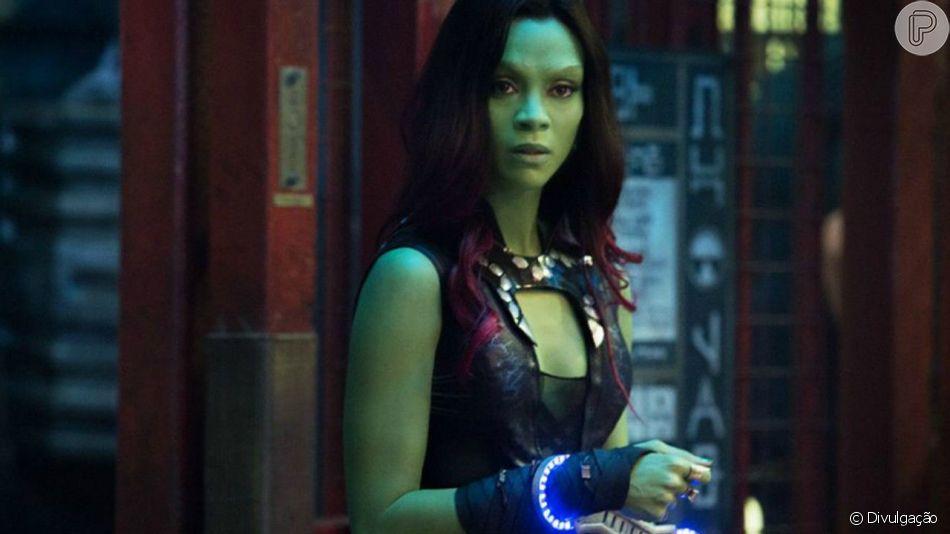 Zoe Saldana, a Gamora de 'Guardiões da Galáxia', mostra atitude com macacão de couro e pedrarias
