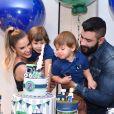 Andressa Suita encantou fãs com fotos da comemoração em família pelo aniversário de Samuel