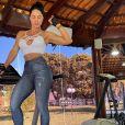 Graciele Lacerda mantém corpo com exercícios e dieta