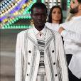 O conjunto de blazer e short apareceu com destaque na coleção cruise da Dior
