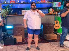 César Menotti diverte a web ao usar 'short de Gusttavo Lima' em live. Vídeo!