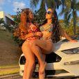 Maiara e Maraisa já surgiram com looks de moda praia estilosos