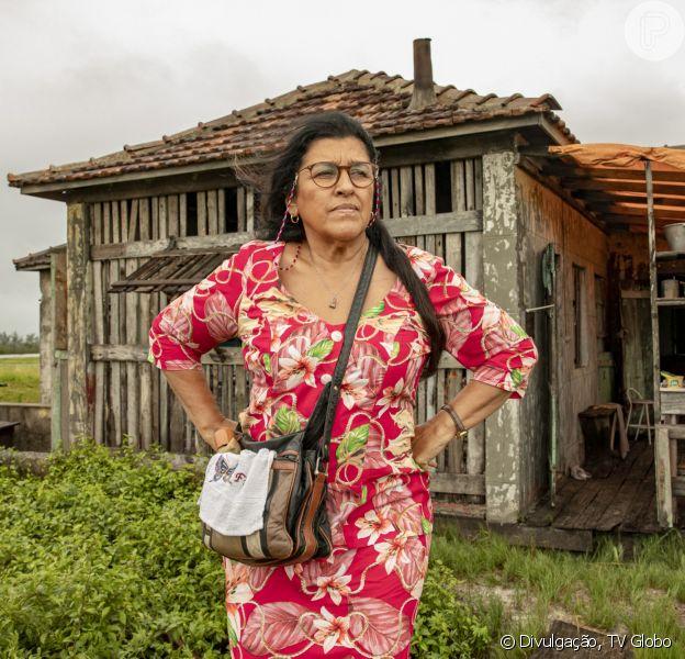 Regina Casé volta a gravar 'Amor de Mãe' e mostra curiosidade em bastidor. Veja foto postada nesta quarta-feira, dia 19 de agosto de 2020