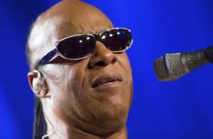 Aos 64 anos, Stevie Wonder será pai de trigêmeos. Cantor já é pai de 8 filhos