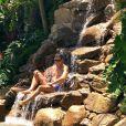 A piscina da casa de Rodrigo Faro tem até uma cachoeira artificial