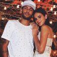 Bruna Marquezine mantém fotos com Neymar nas redes sociais