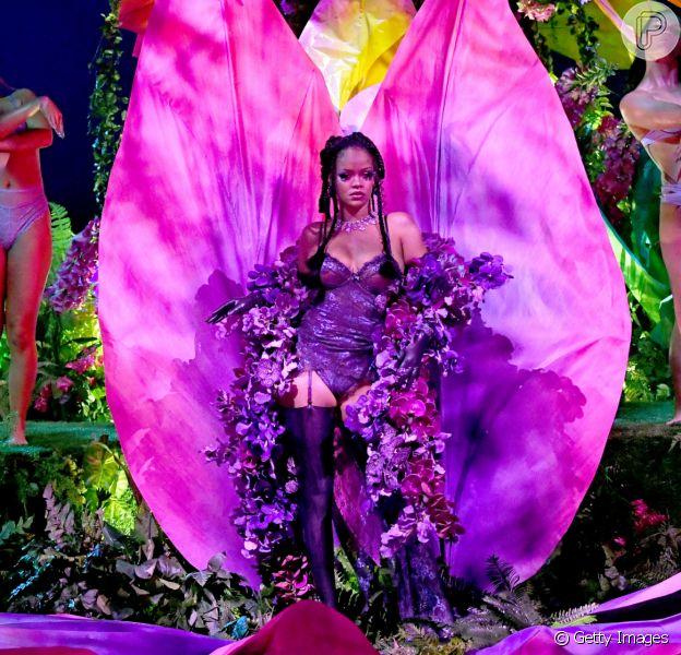 Rihanna aparece em desfile Savage x Fenty, sua linha de lingerie