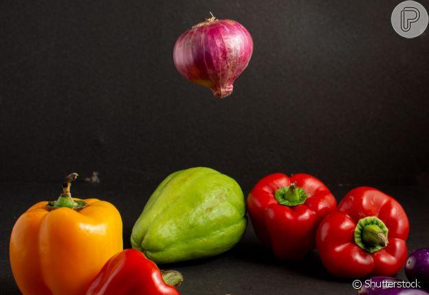 Chuchu com cebola roxa, tomate e suco de limão pode se transformar num vinagrete
