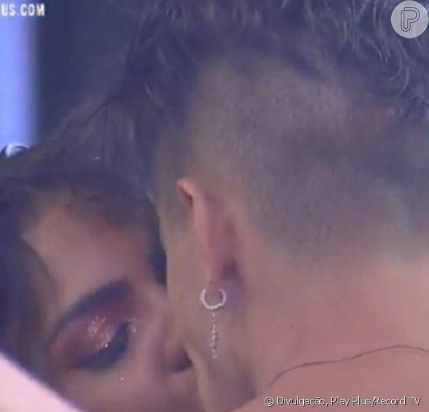 'A Fazenda 2020': Tays Reis e Biel se beijaram durante festa nesta sexta-feira, 23 de outubro de 2020