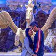 Simone, grávida de 4 meses, ganhou beijo do marido na barriga em foto