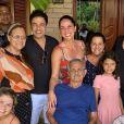 Pai de Zezé Di Camargo e Luciano, Francisco Camargo ao lado de parte da família