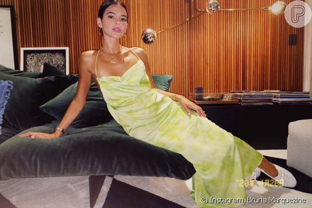 Bruna Marquezine aposta na moda da miçanga