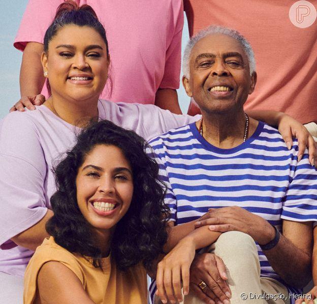 Relação com moda e exposição na web: Bela Gil estrela campanha em família e conversa com Purepeople