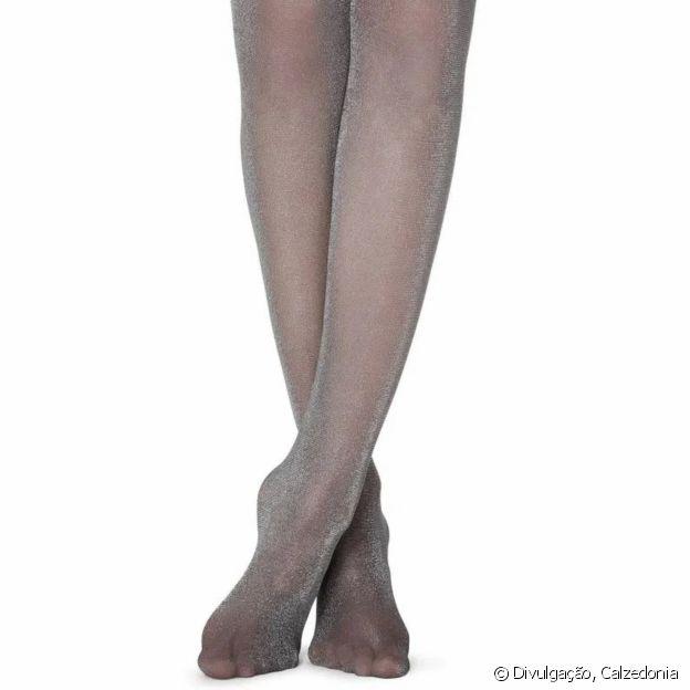Meia-calça brilhante é o complemento perfeito para deixar seu look estiloso!