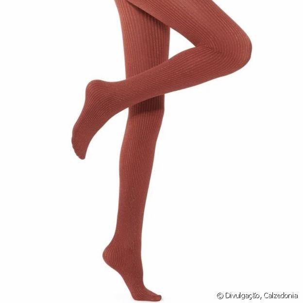 Aposte na legwear canelada para o look de Natal