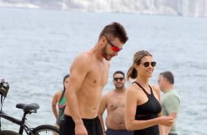 d388b7002d3 Fernanda Lima e Rodrigo Hilbert mostram boa forma em tarde na praia do Rio
