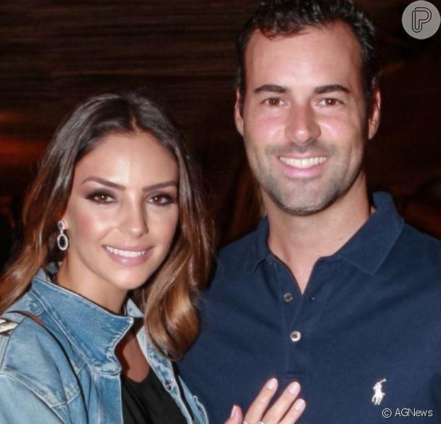 Carol Celico anuncia que está noiva do empresário Eduardo Scarpa