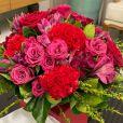 Flavia Pavanelliaposta em flores para decorar mesa de Natal