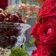 Flavia Pavanelli usa flores vermelhas e cerejas na decoração do Natal