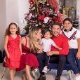Thyane Dantas e Wesley Safadão posam com os filhos no Natal