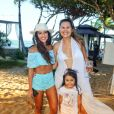 Mariana Rios posou com fãs na cidade de Trancoso